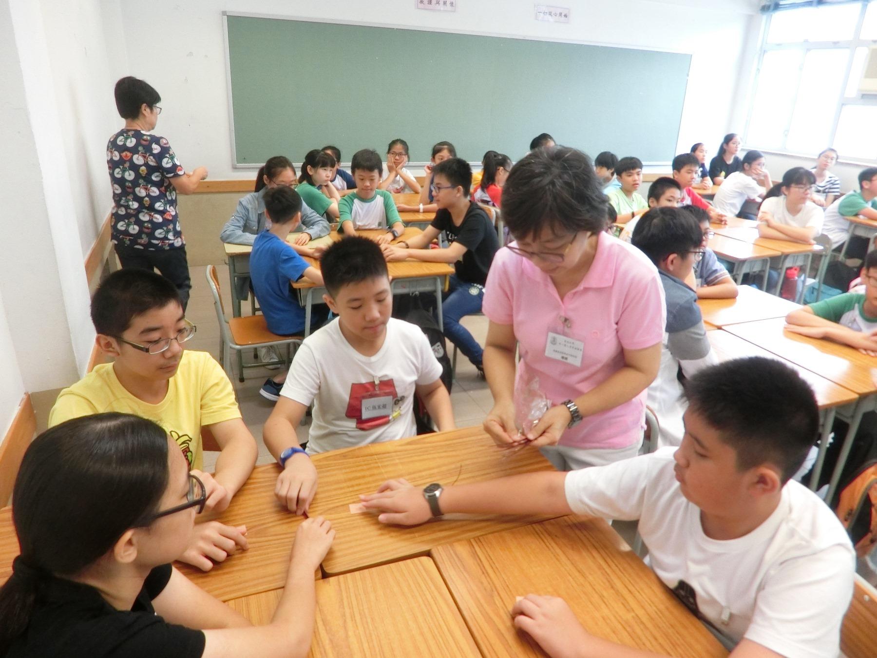 http://npc.edu.hk/sites/default/files/1c_qu_wei_xiao_shi_yan_02.jpg